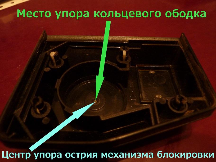 Крышка катушки ремня безопасности автомобиля НИВА: вид изнутри